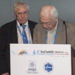 El Nobel Jean Marie Pierre Lehn firma la Declaración Internacional de la Química de Sevilla en presencia de Carlos Negro, Presidente del Foro Química y Sociedad.